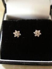 Par de 9 quilates de oro diamante corte brillante Cluster pendientes Hecho En Inglaterra BNIB