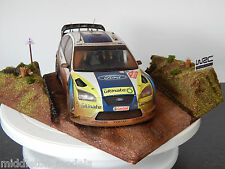 1/18 FORD FOCUS RS WRC RALLY CAR & scena Diorama RALLY Galles 2006 GRONHOLM