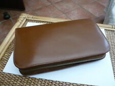 VINTAGE OLD GENTS 1960,S LEATHER TRAVEL GROOMING CASE WITH EXTRAS