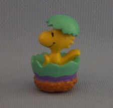 "Woodstock In Open Easter Egg PVC Figure Snoopy Peanuts Gang 2.5"" Tall Basket"