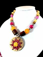 FABULOUS 60'S INSPIRED TARINA TARANTINO FLOWER BEAD NECKLACE WOOD CARVED PENDANT