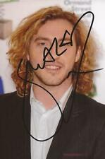 COMEDIAN: SEANN WALSH SIGNED 6x4 PORTRAIT PHOTO+COA *28* *VIRTUALLY FAMOUS*