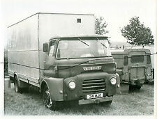 AUSTIN TRUCK PICTURE OF A PHOTOGRAPH OF A VINTAGE LORRY PHOTO AND LANDROVER.