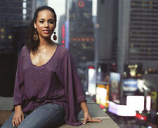 Alicia Keys UNSIGNED photo - E1218 - Sold over 35 million albums worldwide