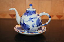 Chinese Water Dropper / Suiteki Pot Blue and White Floral Like Design