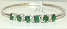 A FINE 9CT 9K WHITE GOLD 2.4CT EMERALD & 0.25CT DIAMOND BANGLE BRACELET