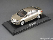 1/43 Minichamps Opel Astra J Stufenheck 2012 gold metallic in Opel-OVP - 140133