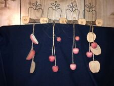 RUSTIC WOOD AND WIRE APPLE KITCHEN WALL HANGING 2 MATCHING HOOKS