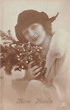 Cartolina - Postcard - Buon Natale - donna con cappello e vischio