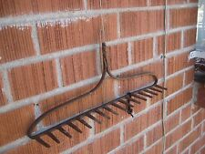 Vintage Rusted *** 16-Tine Prong Claw *** Farm Garden Rake Head Tool