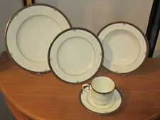 NORITAKE *NEW* Lady Quentin Set 3 Assiettes + Tasse Set 3 Plates + cup w/saucer
