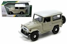 MOTOR MAX 1:24 W/B PLATINUM COLLECTION TOYOTA FJ40 Diecast Car 79323 BEIGE