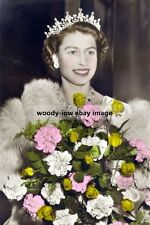 bc1043a - Royalty - Queen Elizabeth with bouquet - photo 6x4
