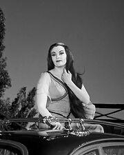 "YVONNE DE CARLO AS ""LILY"" IN ""THE MUNSTERS"" - 8X10 PUBLICITY PHOTO (DA-561)"