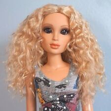 Monique Gold Collection Ellowyne Rose Wavy Light Golden Blonde Doll Wig 7-8 NEW