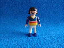 Playmobil Niña con pantalon blanco camiseta azul con rayas pelo negro Girl
