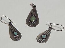VINTAGE TEARDROP SILVER DEMI PENDANT EARRINGS GREEN GLASS/STONE