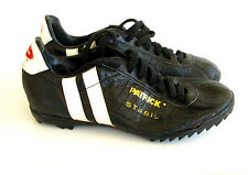 Ancienne Paire de chaussures de Football PATRICK - Made in France SGDG -