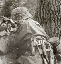 WW2 Photo WWII German MG42 Gunner in Action Great Photo!!   / 2267