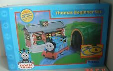 New Thomas the Tank ENGINE TRAIN Beginner SET 2004 Tunnel Wellsworth STATION