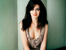 Anne Hathaway Unsigned 8x10 Photo (9)