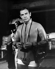 SEAN CONNERY AS JAMES BOND IN 'THUNDERBALL' - 8X10 PUBLICITY PHOTO (ZZ-333)