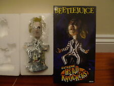 Neca Cult Clásico Beetlejuice Michael Keaton Bobble Head Knocker Figura Estatua