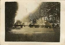 PHOTO ANCIENNE - VINTAGE SNAPSHOT - MILITAIRE DÉFILÉ 14 JUILLET 1945 PARIS CHAR