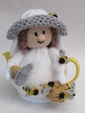 Beekeeper Tea Cosy Knitting Pattern - knit your own