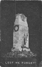 POSTCARD  MILITARY   CENOTAPH   Lest  We  Forget  !