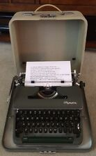 1960 Olympia SM4 DeLuxe Portable Green Rare Cursive Font Typewriter & Case MINT!