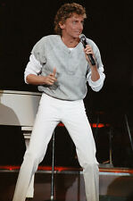 "12""*8"" concert photo of Barry Manilow playing at Wembley in 1986"