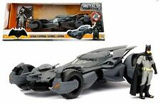 JADA 1:24 W/B METALS BATMAN V SUPERMAN BATMOBILE & BATMAN FIGURE DIE-CAST 98034