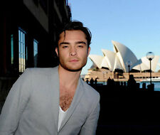 Ed Westwick UNSIGNED photo - E1963 - In Australia