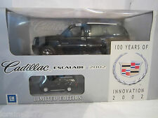 1:18 - Anson - Cadillac Escalade 2002 + Bonus Model - Boxed