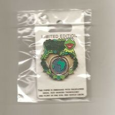Limited Edition Disney - Earth Day 2011 - Kermit the Frog Spinner Pin
