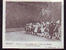 1911  -  ROUEN VISITE PRESIDENT  DEFILE FILLETTES  m935
