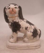 Staffordshire poterie figure-assis black & white chien-hauteur 18cm