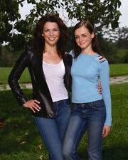 Lauren Graham & Alexis Bledel (5134) 8x10 Photo