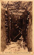 CPA MILITAIRE Sur le Front-Aménagement d'une tranchée-abri (315896)
