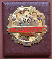 FRANCE (1956) BADGE Ve TOUR DE FRANCE AUTOMOBILE 1956