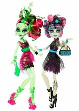 Monster High Zombie Shake Dance Rochelle Goyle & Venus  McFlytrap Dolls New