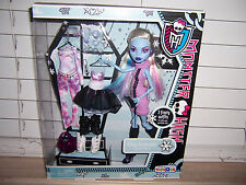 Monster High Doll I Heart Love Fashion ABBEY BOMINABLE New In Box  TRU EXCLUSIVE