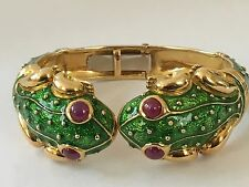 HIDALGO 18k YELLOW GOLD & ENAMEL KISSING FROG CUFF BRACELET