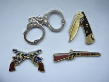 RARE VINTAGE GUN SHOTGUN PISTOLS LOCK KNIFE WEAPONS ARMS HANDCUFFS PIN BADGE 99p