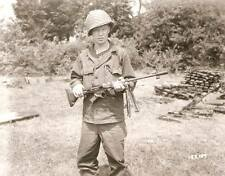 WW2 Photo WWII US Soldier with German FG42 Paratrooper Rifle   / 1214