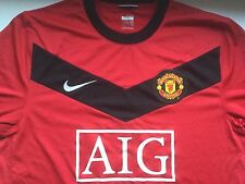 Manchester United adult football shirt. Size large GB 42/44.