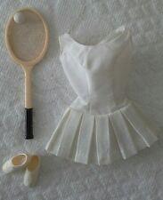 Barbie sport tennis abito anni 60 con racchetta e pallina.