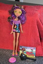 MONSTER HIGH DOLL GLOOM BEACH CLAWDEEN WOLF Frisbee, card, glasses