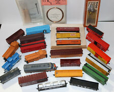 HO scale model railroad train set/lot/collection 20+ pieces w/cars,engine,parts